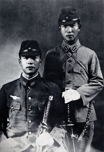 Hiroo Onoda (standing) and his younger brother  Shigeo during the war