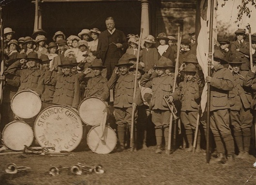 Boy Scouts pose with Theodore Roosevelt, May 13, 1916